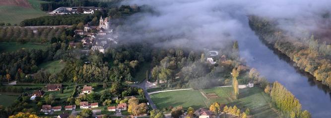 Vue aérienne de la Dordogne avec Montgolfières du Périgord
