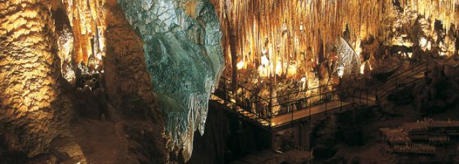 Photo du gouffre de Proumeyssac à Audrix, en Périgord noir