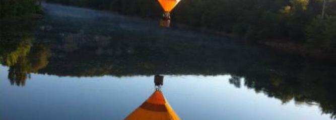 Vol en montgolfière sur la rivière bleue