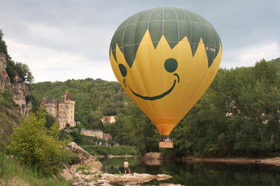 Vol au bord de la rivière en Dordogne