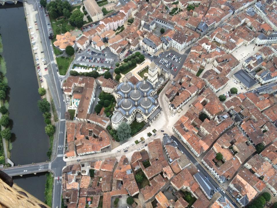 Photo représentant le centre historique de Périgueux et la cathédrale byzantine Saint-Front