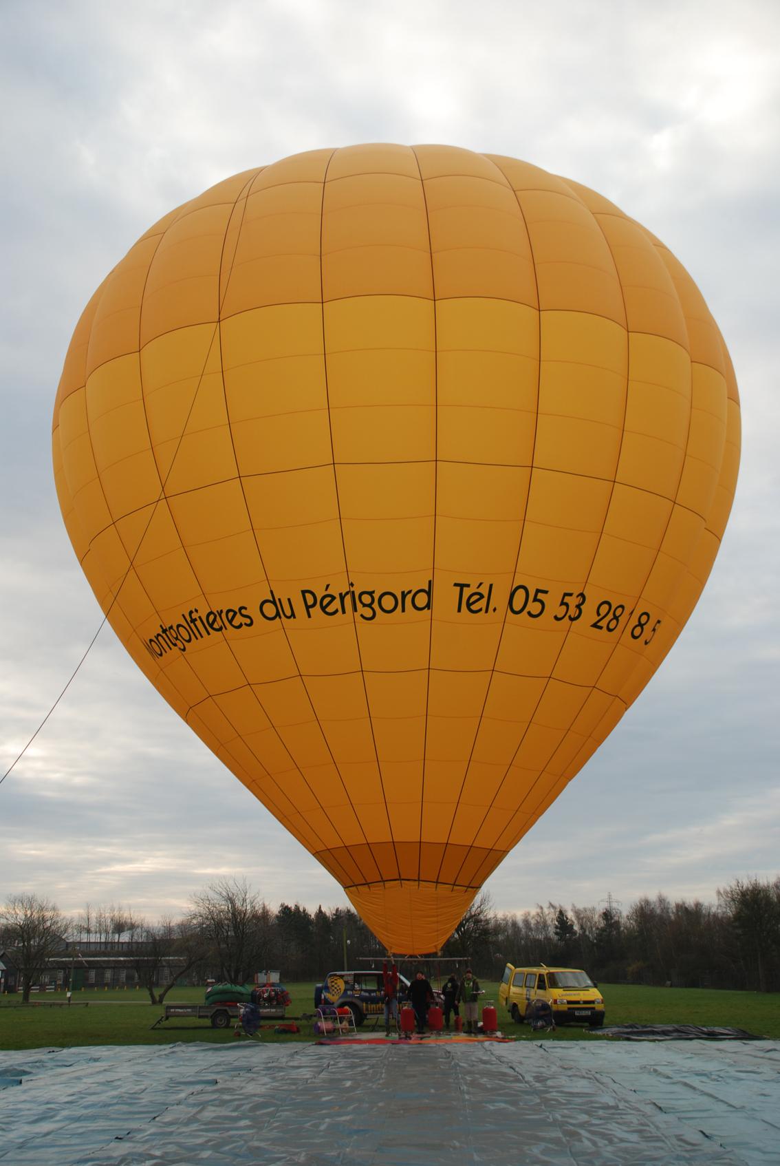 Photo Gonflage de la nouvelle montgolfière