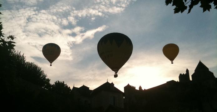 Photos 3 montgolfières en contre jour