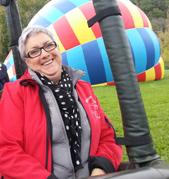 Martine co-gérante et équipière à Montgolfières du Périgord