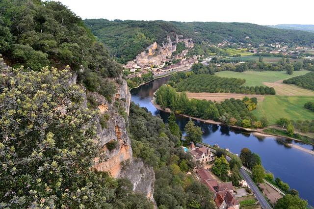 photos prise de haut avec une vue sur la Roque Gageac